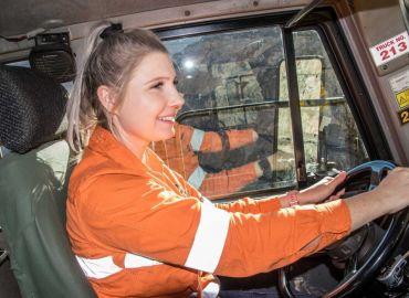 Golden girls of Kalgoorlie's Super Pit represent changing face of Australian mining
